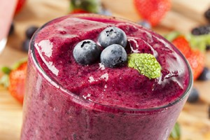 Organic Blueberry Smoothy made with fresh ingredients